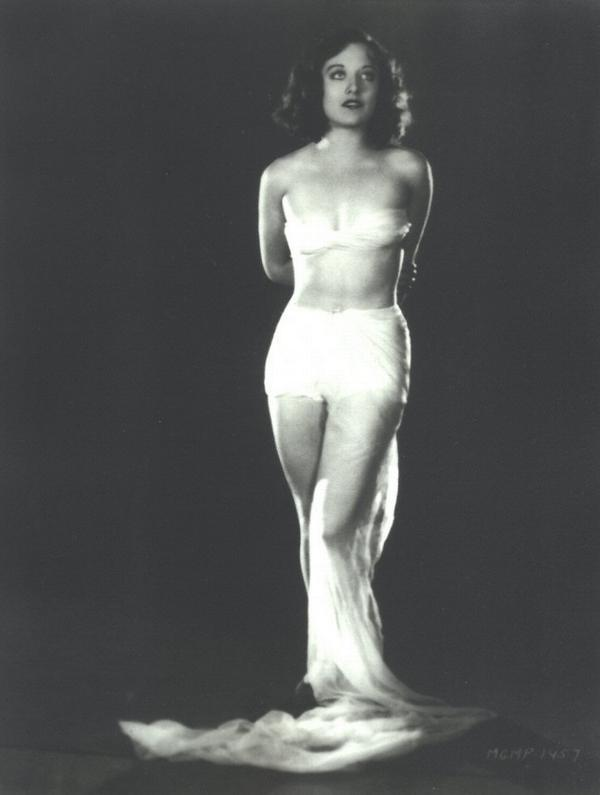 joan_crawford_1926_arms_rhl.jpg